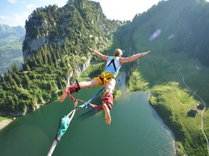Bungee jumping in nature