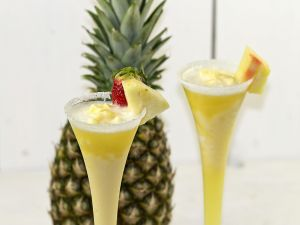 Pineapple sorbet with champagne