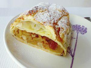 Apple strudel (Apfelstrudel)