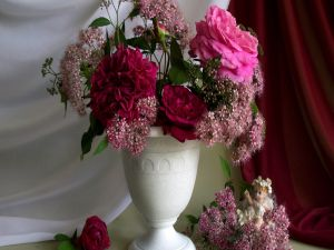 Vase with big roses