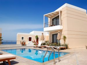 Residence with pool near the beach
