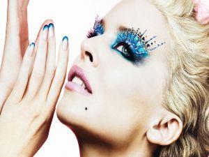 Kylie Minogue with a spectacular makeup