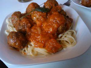 Tagliatelle with tomato and meatballs