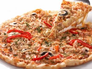 Pizza with tuna tacos and red pepper