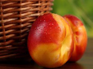 Freshly washed peaches