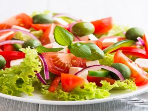 Salad of lettuce, tomatoes and olives