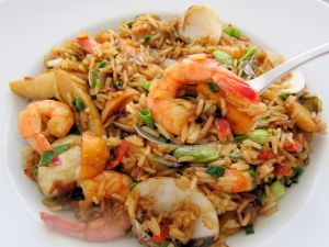 Sautéed rice with vegetables and prawns