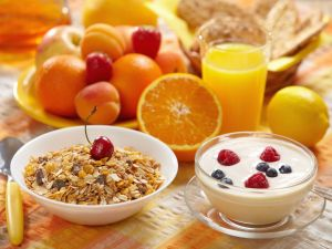 Muesli, fruits and yogurt