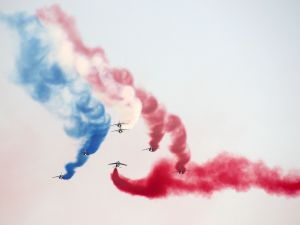 Drawing the French flag in the sky