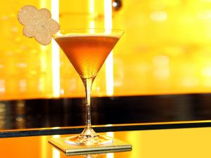 Cocktail with a gingerbread cookie
