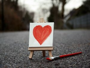 A heart painted in a mini-canvas