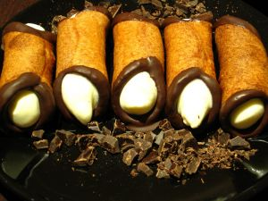Cannoli with chocolate edges
