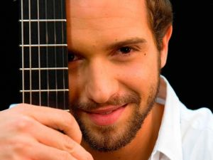 Pablo Alboran with his guitar