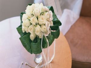 Bridal bouquet composed of white roses