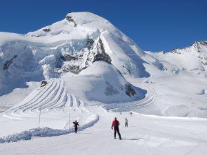 Skiing in Allalinhorn Saas Fee Zermatt (Switzerland)