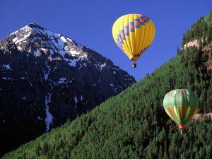 Balloon trip near the mountains