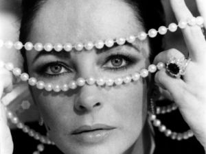 The gaze of Elizabeth Taylor