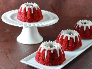 Small red velvet bundt cakes