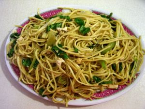 Oriental noodles with soy and spinach
