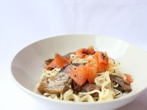 Spaghetti with salmon and mushrooms