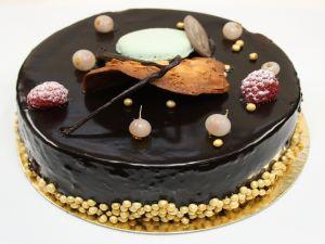 Glossy chocolate cake