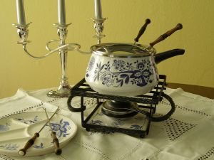 Fondue set with alcohol burner