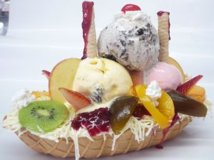 Cookie boat with ice creams and fruits
