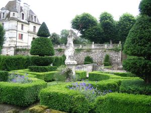Italian garden of the Château d'Ambleville (France)