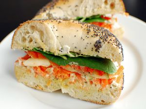 Bagel with spinach and tomato