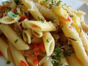 Penne rigate with tomato and cheese