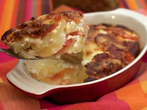 Cake of potato, tomato and egg