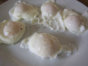 Poached eggs with pepper