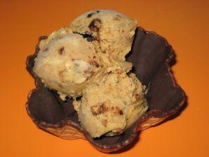 Chocolate tulip with rum raisin ice cream