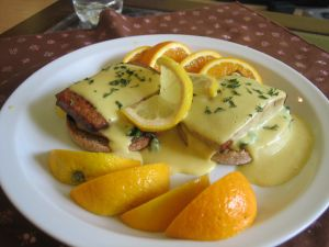 Toast with meat and oranges sauce