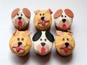 Cupcakes with faces of dogs