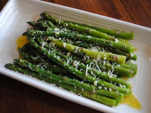 Green asparagus with olive oil