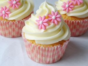 Cupcakes decorated with pink flowers