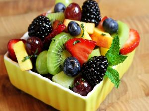 Salad with fruits and spearmint