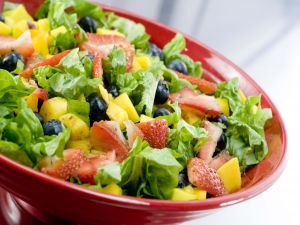Salad with lettuce, strawberries, mango and blueberries
