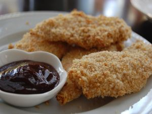 Fried chicken strips with barbecue sauce