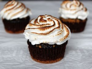Cupcakes with toasted meringue