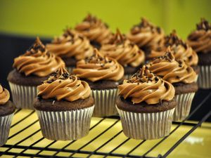 Chocolate and caramel cupcakes