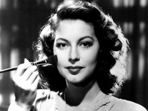Ava Gardner making up herself