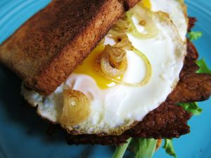 Sandwich with egg and onion