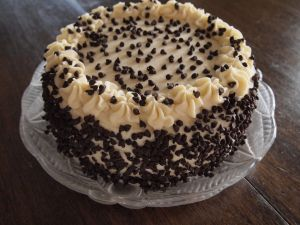 Cream cake with chocolate chips