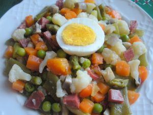 Vegetable stew with Serrano ham and egg