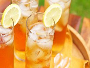 Glasses with ice tea