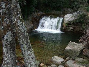 Natural waterfall in the Sierra de Tormantos (Cáceres, Spain)