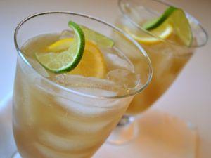 Cups of iced tea, lemon and lime