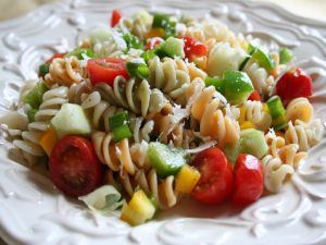 Salad with pasta spirals